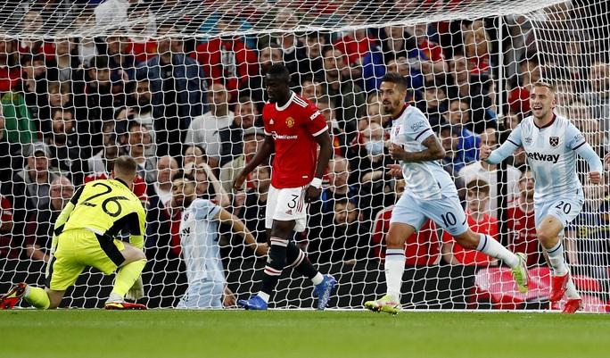 Báo chí Anh chê cười Man United sau cú sốc bị loại ở vòng 3 League Cup - Ảnh 2.