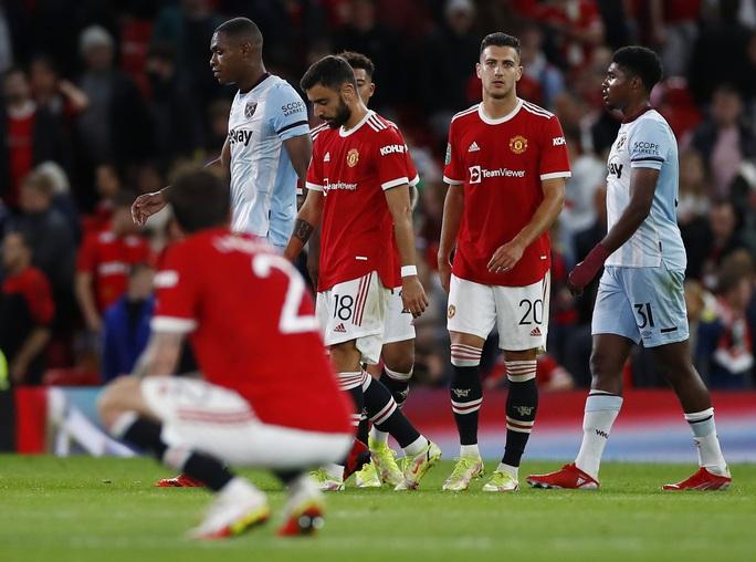 Báo chí Anh chê cười Man United sau cú sốc bị loại ở vòng 3 League Cup - Ảnh 6.