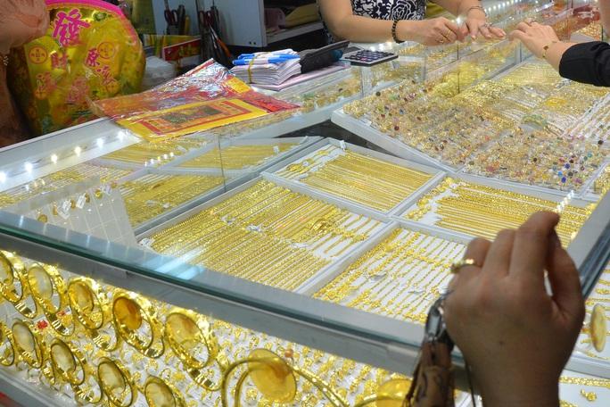 Giá vàng hôm nay 23-9: Giảm khi USD tăng giá trên diện rộng - Ảnh 1.
