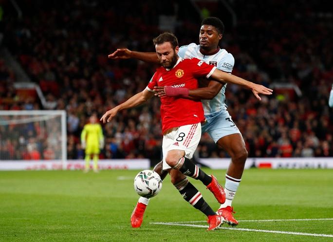 Báo chí Anh chê cười Man United sau cú sốc bị loại ở vòng 3 League Cup - Ảnh 5.
