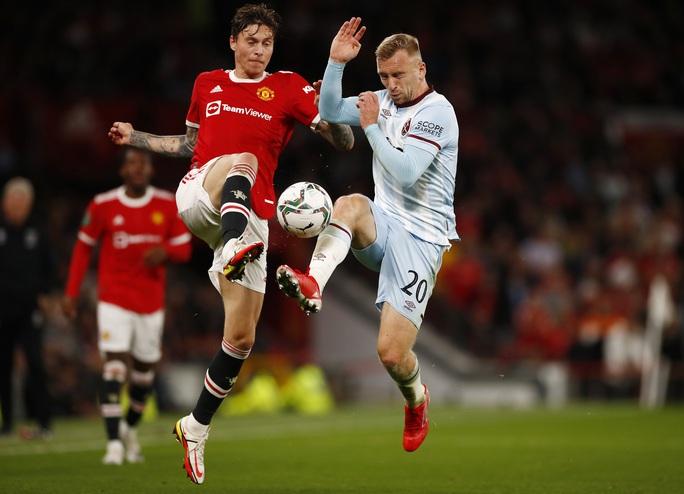 Báo chí Anh chê cười Man United sau cú sốc bị loại ở vòng 3 League Cup - Ảnh 1.