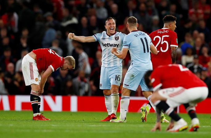 Báo chí Anh chê cười Man United sau cú sốc bị loại ở vòng 3 League Cup - Ảnh 4.