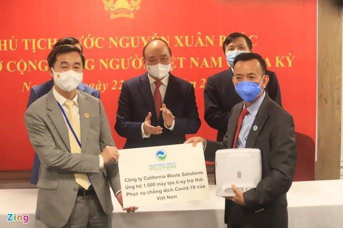 Ông David Dương tặng 1.000 máy trợ thở cho Việt Nam - Ảnh 1.