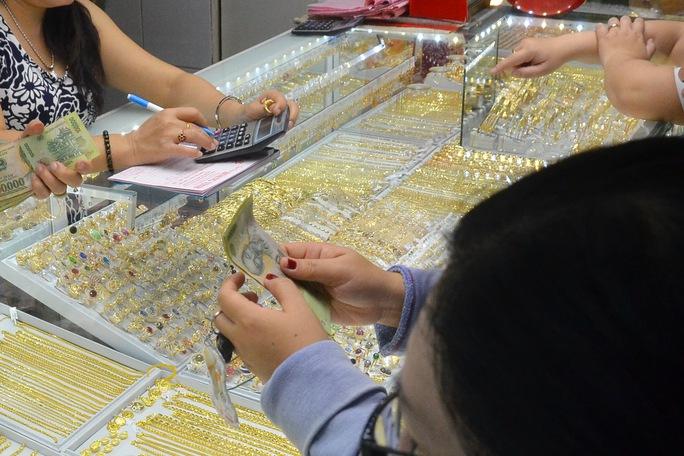 Giá vàng hôm nay 24-9: Bị nhấn chìm dù giá USD đảo chiều đi xuống - Ảnh 1.