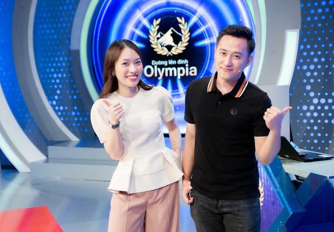 Hot girl 7 thứ tiếng Khánh Vy trở thành MC mới của Đường lên đỉnh Olympia - Ảnh 1.