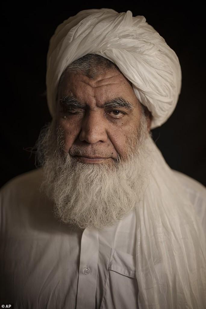 Taliban tái áp dụng hình phạt man rợ - Ảnh 1.