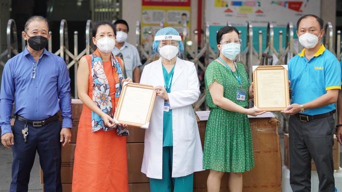 Mang tin vui đến Bệnh viện Chấn thương Chỉnh hình TP HCM - Ảnh 3.