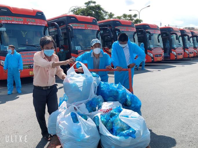 TP HCM lên phương án đón người lao động từ các tỉnh trở lại  thành phố - Ảnh 2.