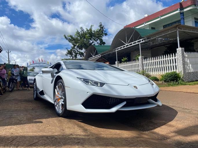 Chàng trai dân huyện ở Đắk Lắk mua siêu xe Lamborghini - Ảnh 1.