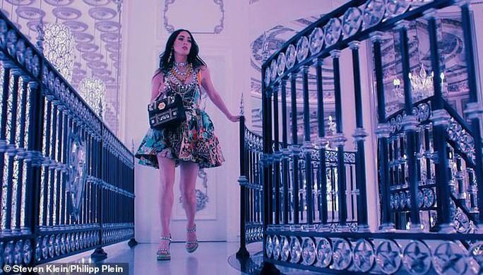Megan Fox phô bày vẻ đẹp gợi cảm trong phim thời trang - Ảnh 6.