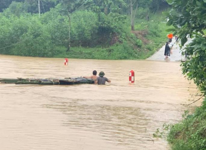 Mưa lũ lớn, hơn 700 ngôi nhà bị ngập, sạt, 1 người bị nước cuốn mất tích - Ảnh 4.