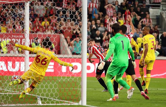 Rượt đuổi tỉ số điên cuồng, Liverpool suýt sụp đổ  - Ảnh 5.