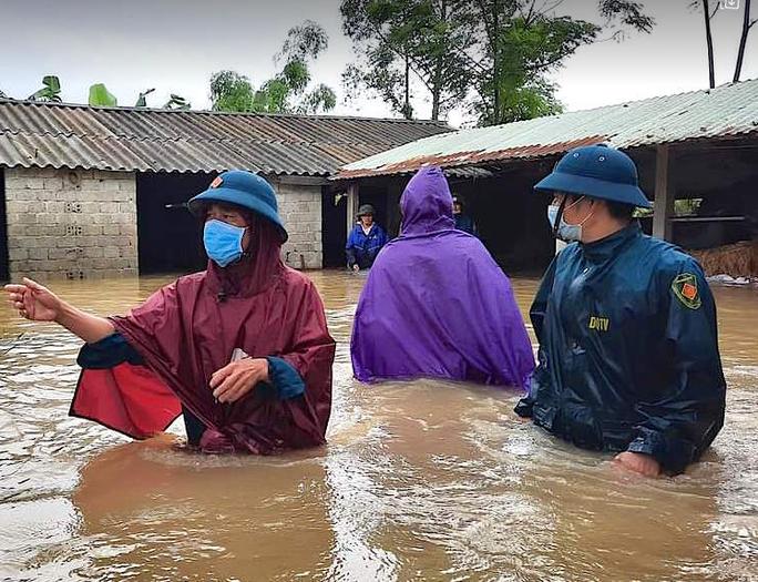 Mưa lũ lớn, hơn 700 ngôi nhà bị ngập, sạt, 1 người bị nước cuốn mất tích - Ảnh 1.