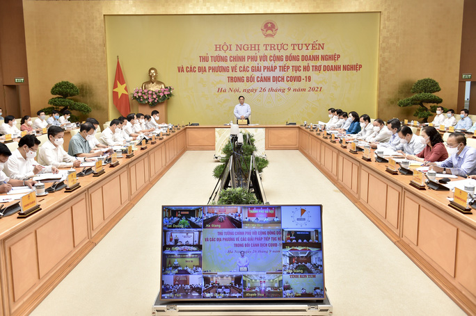 Thủ tướng: Cần tìm giải pháp phát triển kinh tế mà vẫn chống được dịch - Ảnh 1.