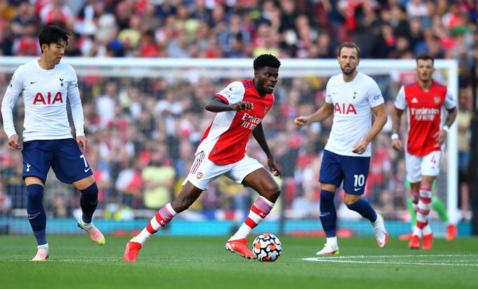 34 phút bùng nổ, Arsenal nhấn chìm Tottenham trận derby London - Ảnh 1.