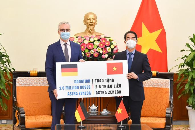 Đức viện trợ Việt Nam 2,6 triệu liều vắc-xin, chuyển đến TP HCM - Ảnh 2.