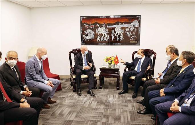 Chủ tịch nước Nguyễn Xuân Phúc tiếp Chủ tịch FIFA - Ảnh 2.