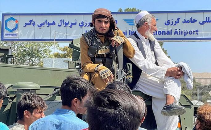 Taliban bị tố hành quyết cả trẻ em - Ảnh 1.