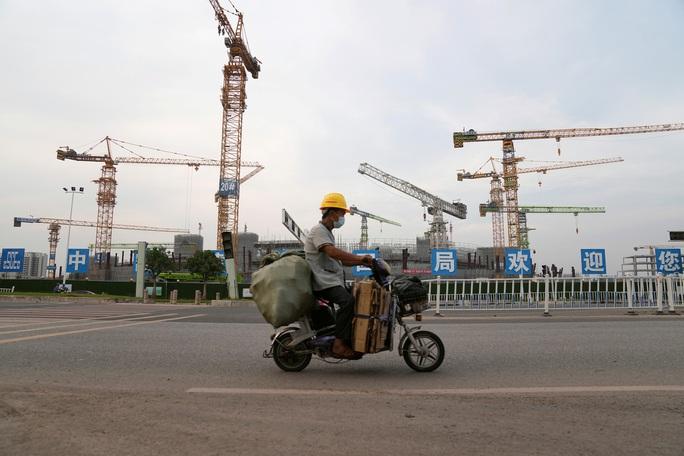 Trung Quốc ồ ạt bơm tiền chặn đầu bom nợ Evergrande - Ảnh 1.