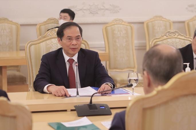 Đề nghị Nga hỗ trợ sản xuất vắc-xin, thuốc điều trị Covid-19 - Ảnh 3.