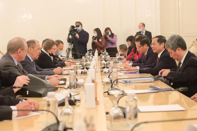 Đề nghị Nga hỗ trợ sản xuất vắc-xin, thuốc điều trị Covid-19 - Ảnh 2.