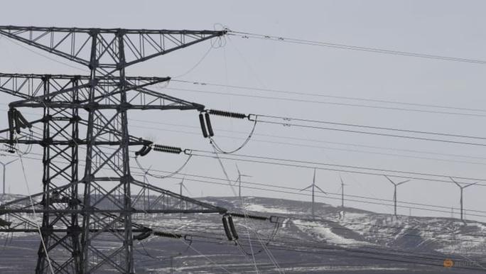 Clip: Trung Quốc thiếu điện, nhiều cửa hàng khu Đông Bắc đốt đèn cầy - Ảnh 1.