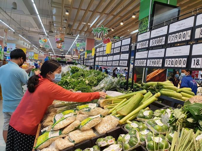 Các siêu thị ở TP HCM chuẩn bị hoạt động bình thường trở lại - Ảnh 1.