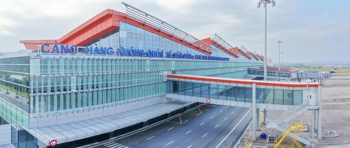 Chuyến bay đầu tiên thí điểm hộ chiếu vắc-xin đã hạ cánh tại sân bay Vân Đồn - Ảnh 4.