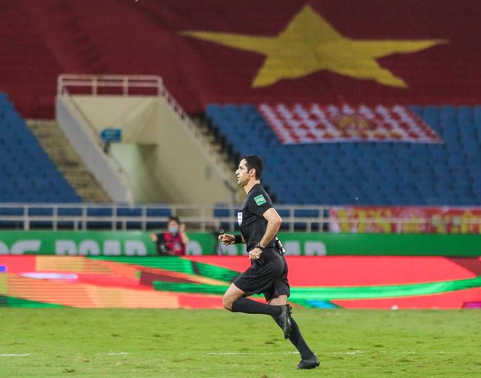 HLV Park Hang-seo nói gì về tình huống bị VAR từ chối quả penalty - Ảnh 11.