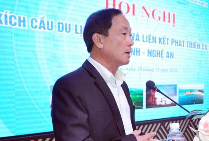 Giám đốc Sở Du lịch Bình Định chơi golf giữa lệnh cấm xuống làm chuyên viên - Ảnh 1.