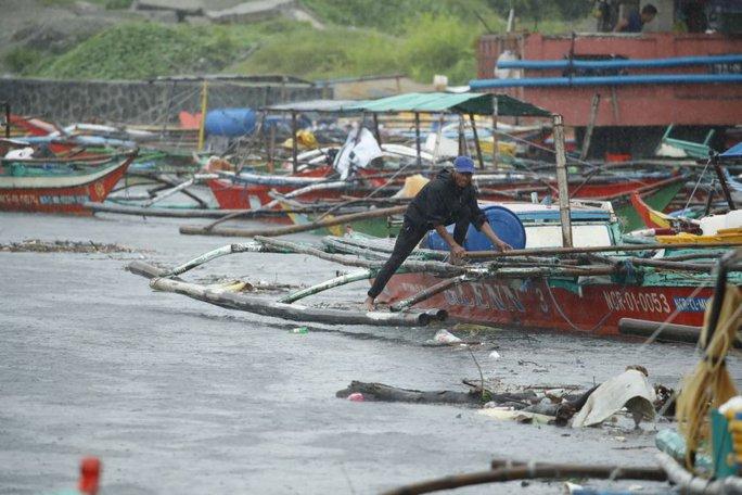 Vừa bị bão Conson dập, Philippines lại nín thở chờ siêu bão Chanthu - Ảnh 1.
