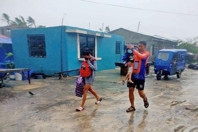 Vừa bị bão Conson dập, Philippines lại nín thở chờ siêu bão Chanthu - Ảnh 3.