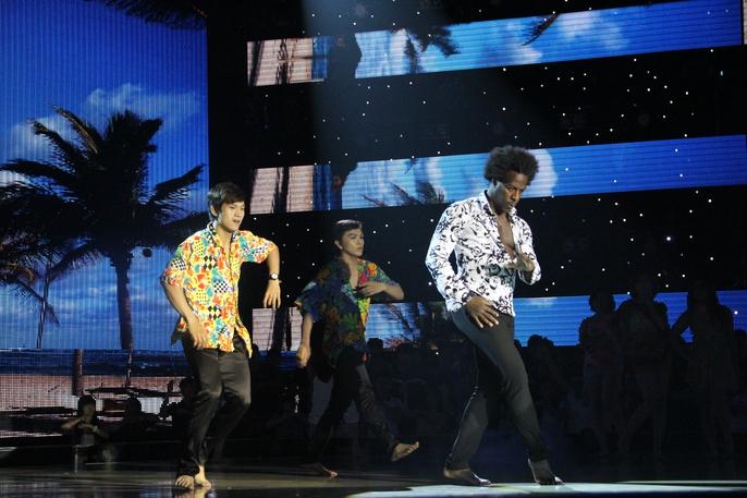 Giám khảo Alfredo mang lại không khí Cuba, Bulgaria cùng nhóm nhảy OH