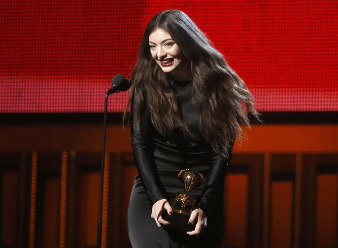 Lorde ngại ngùng nhận giải Trình diễn pop solo xuất sắc nhất