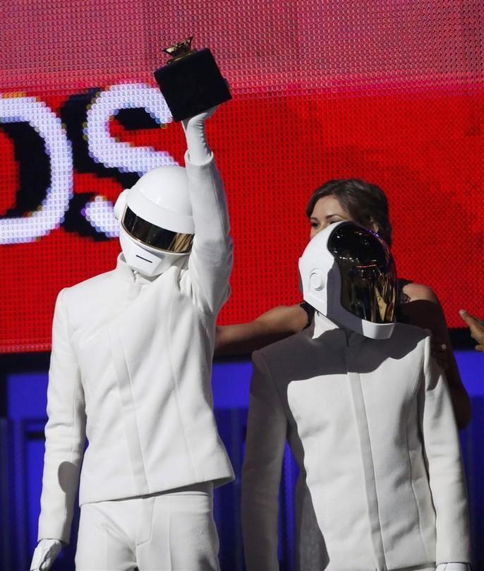 Hai chàng robot ẵm luôn giải Thu âm của năm