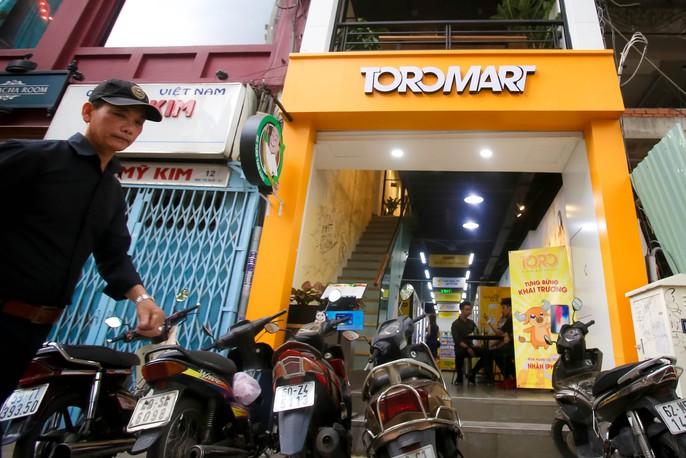 Lần đầu tiên TP HCM có cửa hàng tiện lợi không người bán - Ảnh 1.