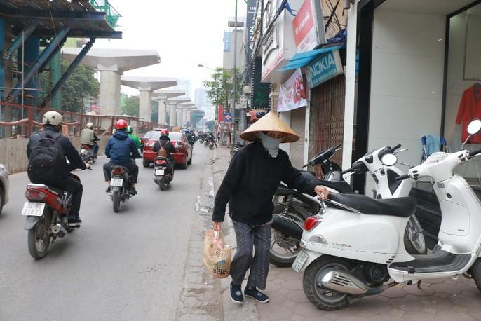 Vỉa hè Hà Nội: Sau 9 tháng ra quân đâu lại vào đấy - Ảnh 1.
