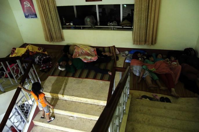 Người dân Cà Mau nín thở chờ bão số 16 (Tembin) qua nhanh - Ảnh 11.