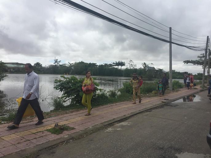 Người dân nô nức trở về nhà khi bão số 16 (Tembin) không vào miền Tây - Ảnh 2.