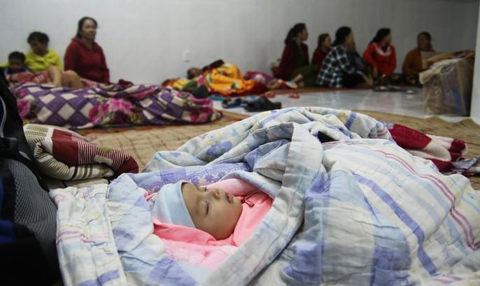 Người dân Cà Mau nín thở chờ bão số 16 (Tembin) qua nhanh - Ảnh 6.