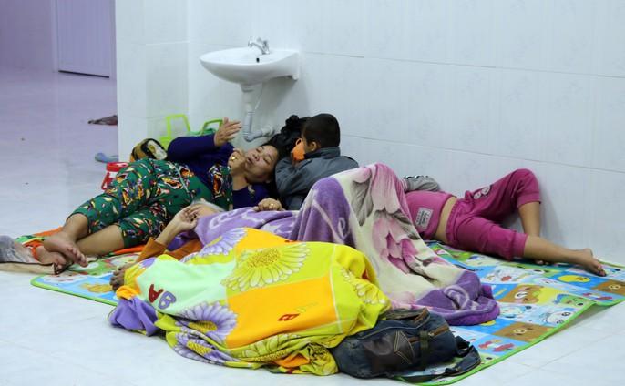 Người dân Cà Mau nín thở chờ bão số 16 (Tembin) qua nhanh - Ảnh 20.