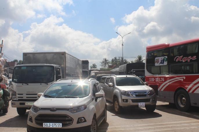 Trạm BOT Biên Hòa rối loạn, Quốc lộ 1 hướng Bắc - Nam tê liệt - Ảnh 3.
