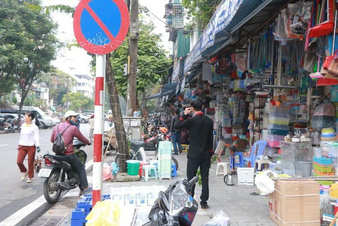 Vỉa hè Hà Nội: Sau 9 tháng ra quân đâu lại vào đấy - Ảnh 10.