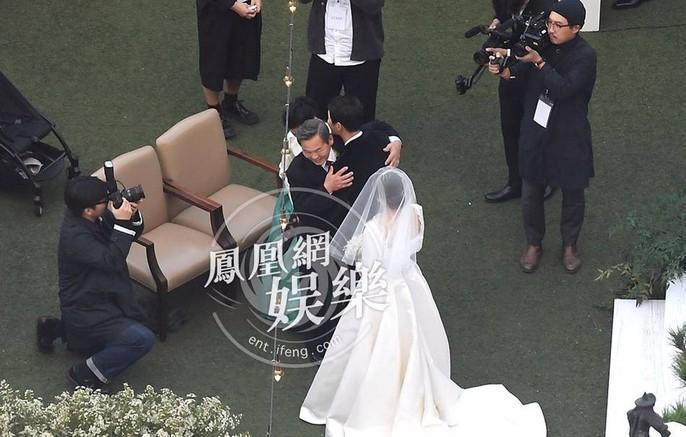 Song Hye Kyo và Song Joong Ki khoe ảnh cưới - Ảnh 5.