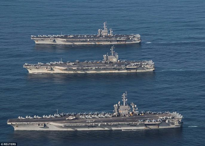 Ba tàu sân bay USS Ronald Reagan (CVN 76), USS Theodore Roosevelt (CVN 71) và USS Nimitz (CVN 68) đang tham gia tập trận gần bán đảo Triều Tiên. Ảnh: REUTERS