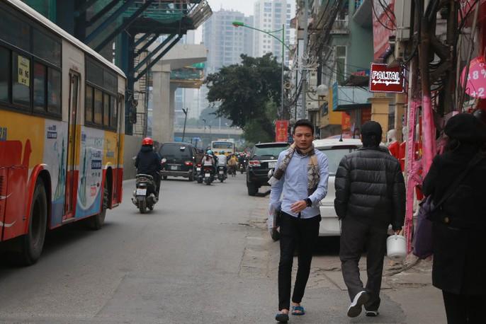 Vỉa hè Hà Nội: Sau 9 tháng ra quân đâu lại vào đấy - Ảnh 2.