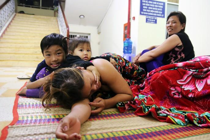 Người dân Cà Mau nín thở chờ bão số 16 (Tembin) qua nhanh - Ảnh 15.