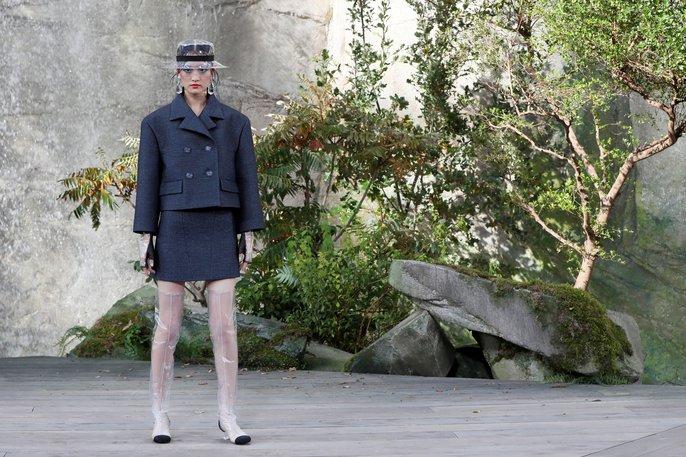 Thác nước lung linh trong sô thời trang Chanel - Ảnh 21.