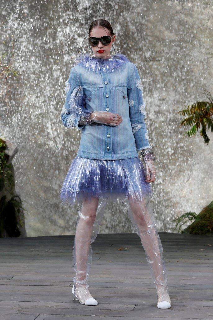 Thác nước lung linh trong sô thời trang Chanel - Ảnh 14.