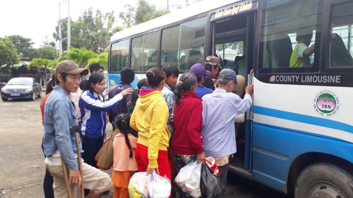 Người dân nô nức trở về nhà khi bão số 16 (Tembin) không vào miền Tây - Ảnh 11.